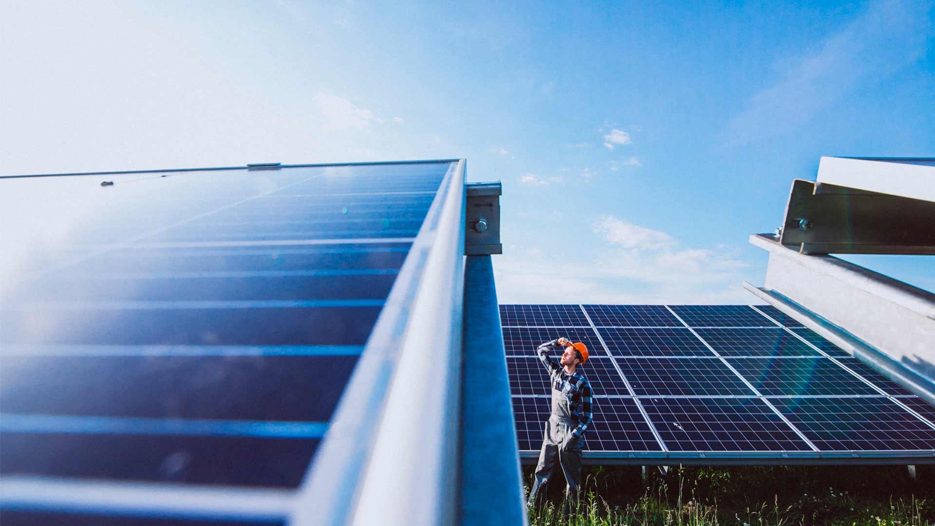 De qué material están hechos los paneles solares